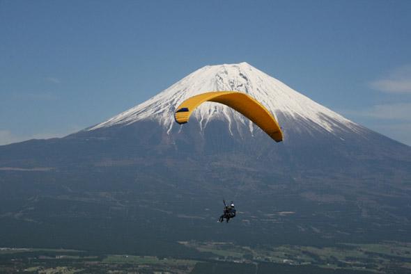 【レジャー】夏の富士山麓で「鳥」になる方法