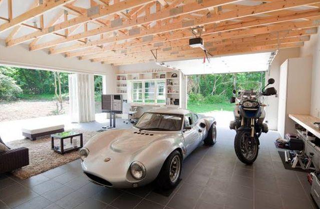 【自動車】車好き・バイク好きが憧れるガレージハウスの魅力