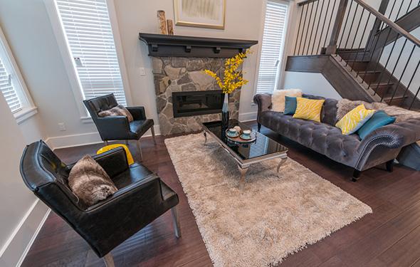 実は別荘で最も使う家具!? 生活に合ったリビングソファーの選び方