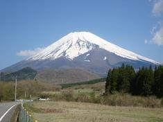 春晴れの富士山