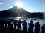 「ダイヤモンド富士2013」富士本栖湖リゾートにて営業中!
