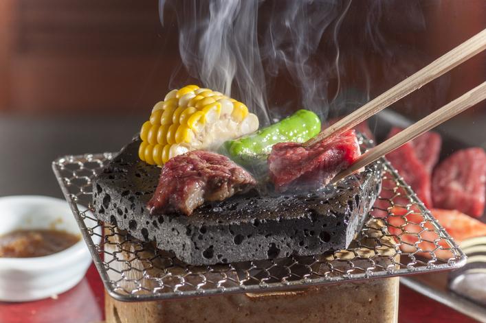 富士ゴルフコース「夏のレストランは夜9時まで営業!」
