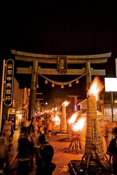 火祭り神事のすべてを見る
